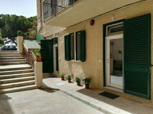 veduta esterna lato cortile con parcheggio B&B Reggio Calabria centro